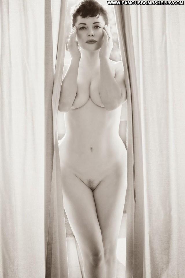 Rose Mcgowan The Wild Rose Brunette Bombshell Posing Hot Sensual