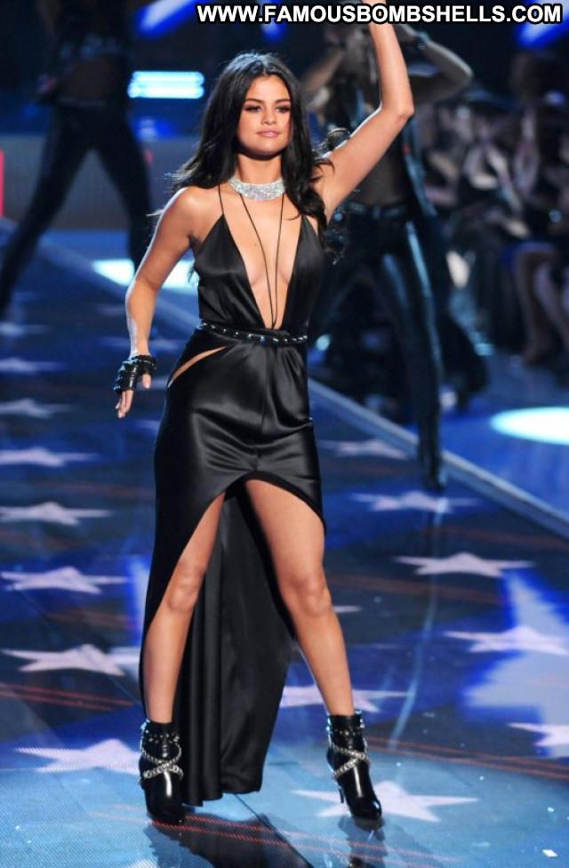Selena Gomez Fashion Show Babe Posing Hot Beautiful Fashion Celebrity
