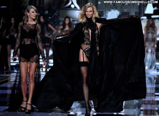 Karlie Kloss No Source Beautiful Babe Celebrity Posing Hot