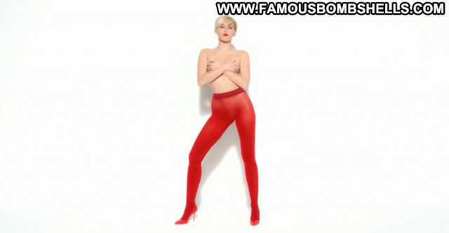 Miley Cyrus No Source Posing Hot Babe Celebrity Beautiful