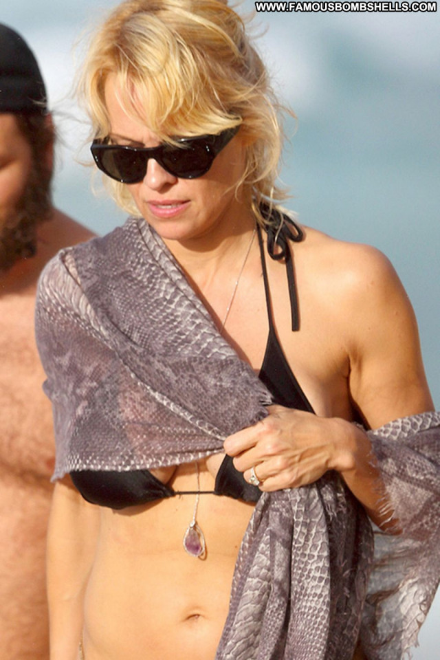 Pamela Anderson The Beach Bikini Celebrity Babe Beautiful Beach