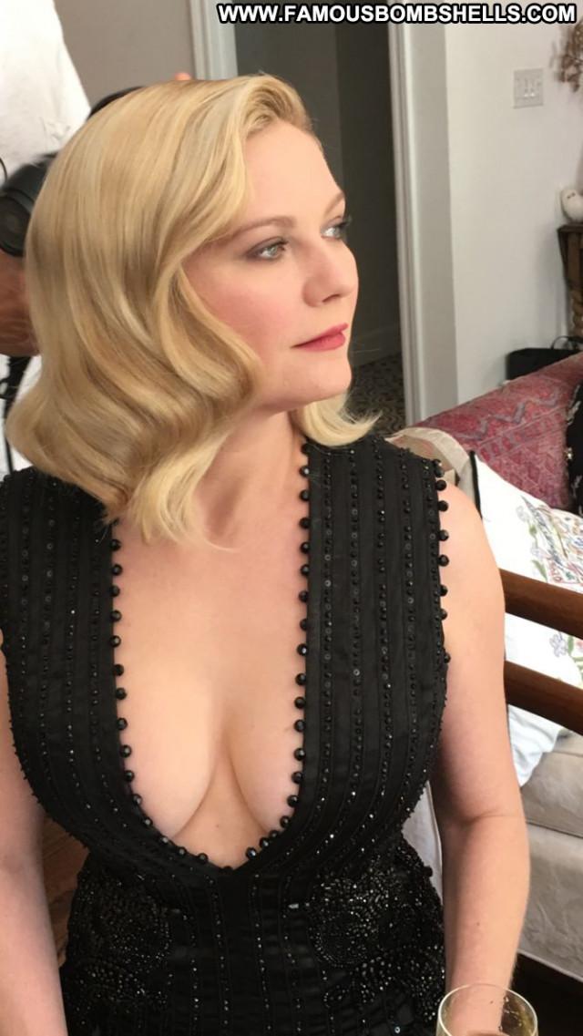 Kirsten Dunst Primetime Emmy Awards Cleavage Awards Posing Hot Singer