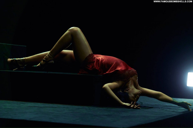 Rihanna Babe Fashion American Singer Celebrity Sexy Topless Posing