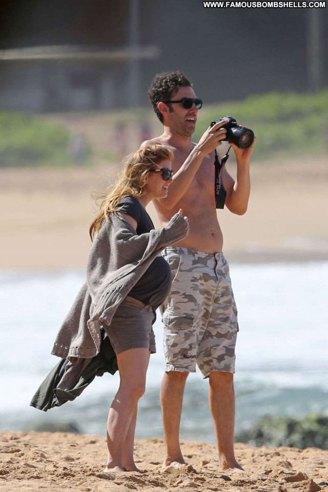 Isla Fisher No Source Couple Celebrity Husband Babe Posing Hot