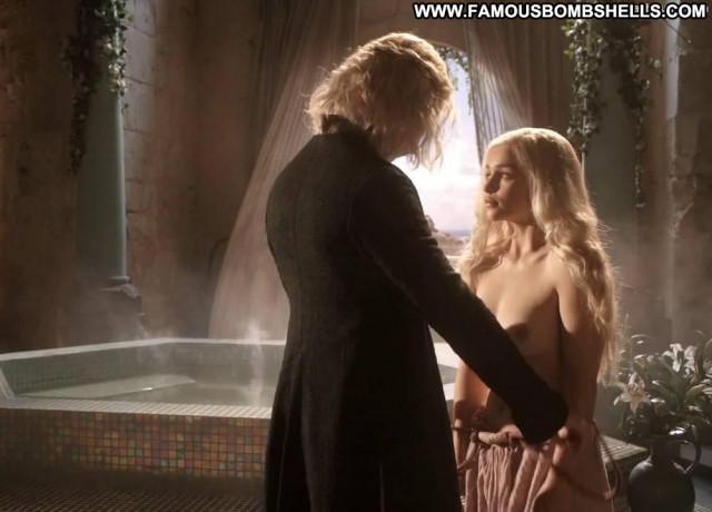 Emilia Clarke Game Of Thrones Blonde Nude Beautiful Breasts British