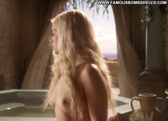 Emilia Clarke Game Of Thrones  Close Up Celebrity Blonde Nude Posing
