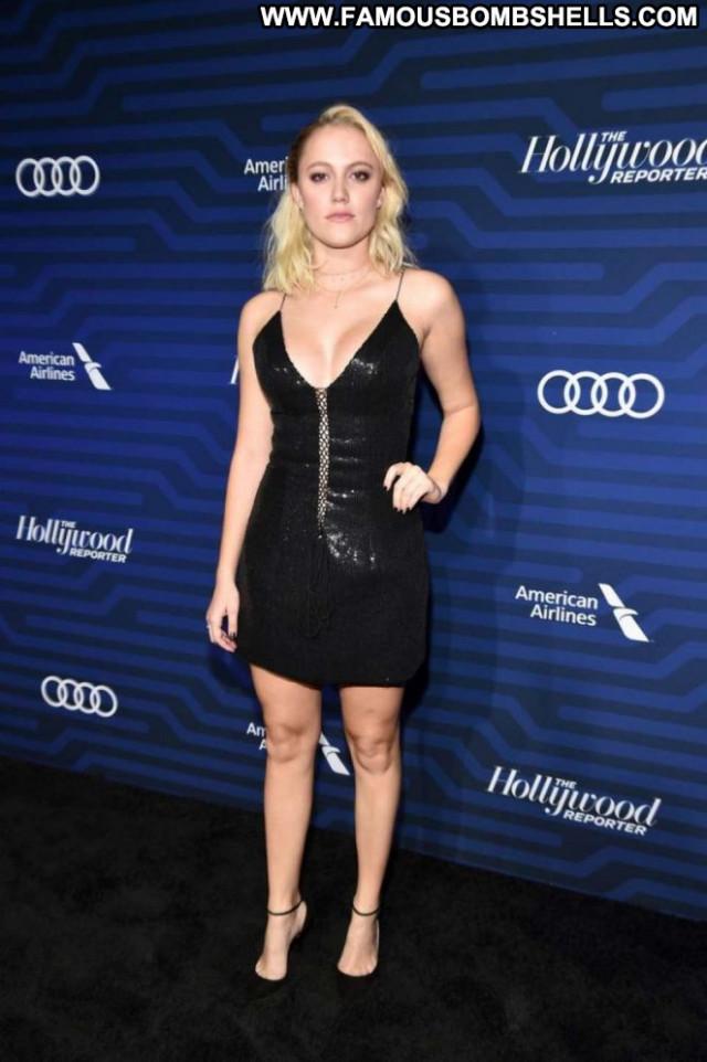Maika Monroe Babe Celebrity Posing Hot Hollywood Beautiful Paparazzi