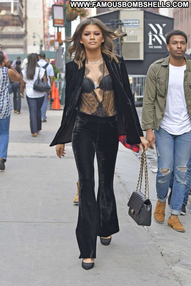 Zendaya New York Babe New York Paparazzi Posing Hot Celebrity