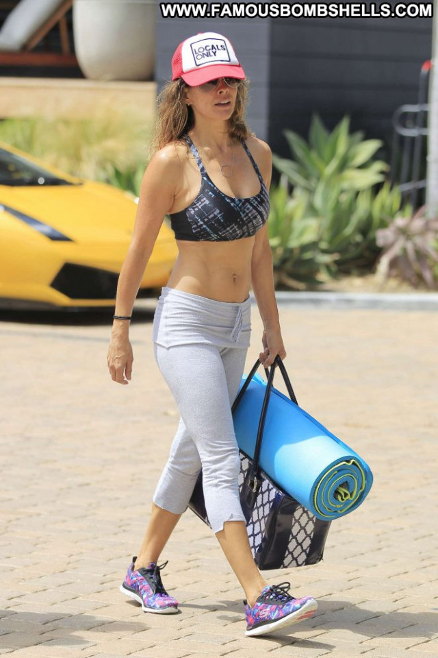 Brooke Burke Yoga Class Mali Beautiful Yoga Paparazzi Babe Posing Hot