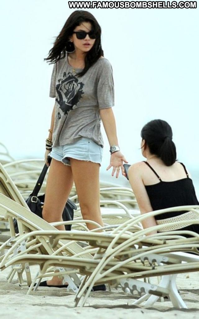 Selena Gomez The Beach Babe Posing Hot Beach Celebrity Paparazzi