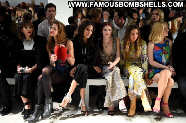 Jackie Cruz Fashion Show Nyc Celebrity Fashion Babe Paparazzi Posing