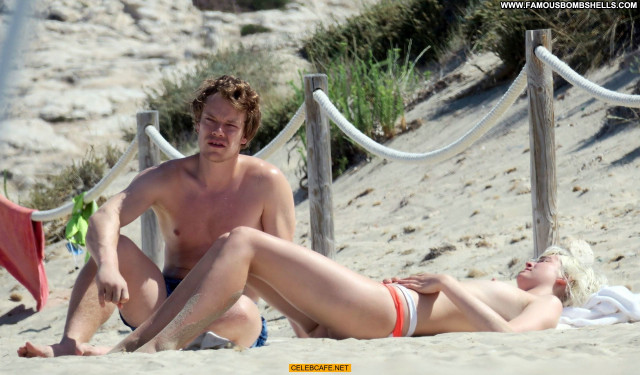 Teliz Alley No Source Beach Beautiful Posing Hot Celebrity Babe