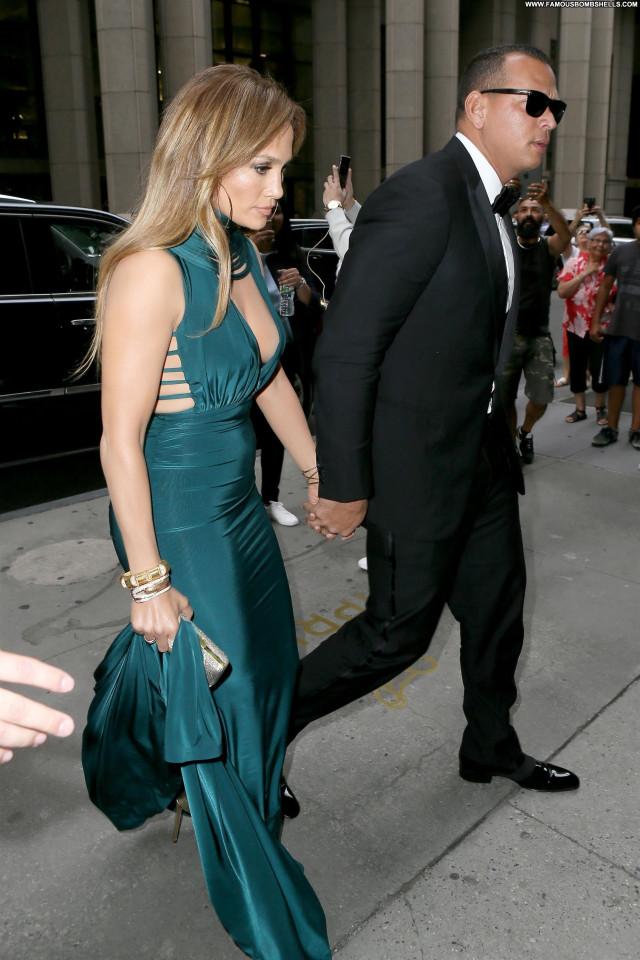 Jennifer Lopez Wall Street Wedding Posing Hot Singer Sexy Live New