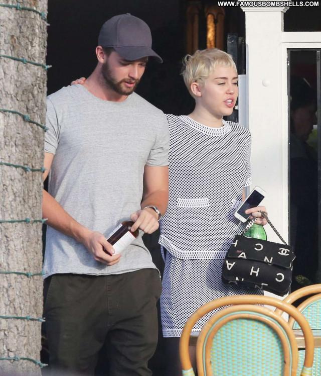Miley Cyrus Los Angeles Celebrity Restaurant Beautiful Paparazzi