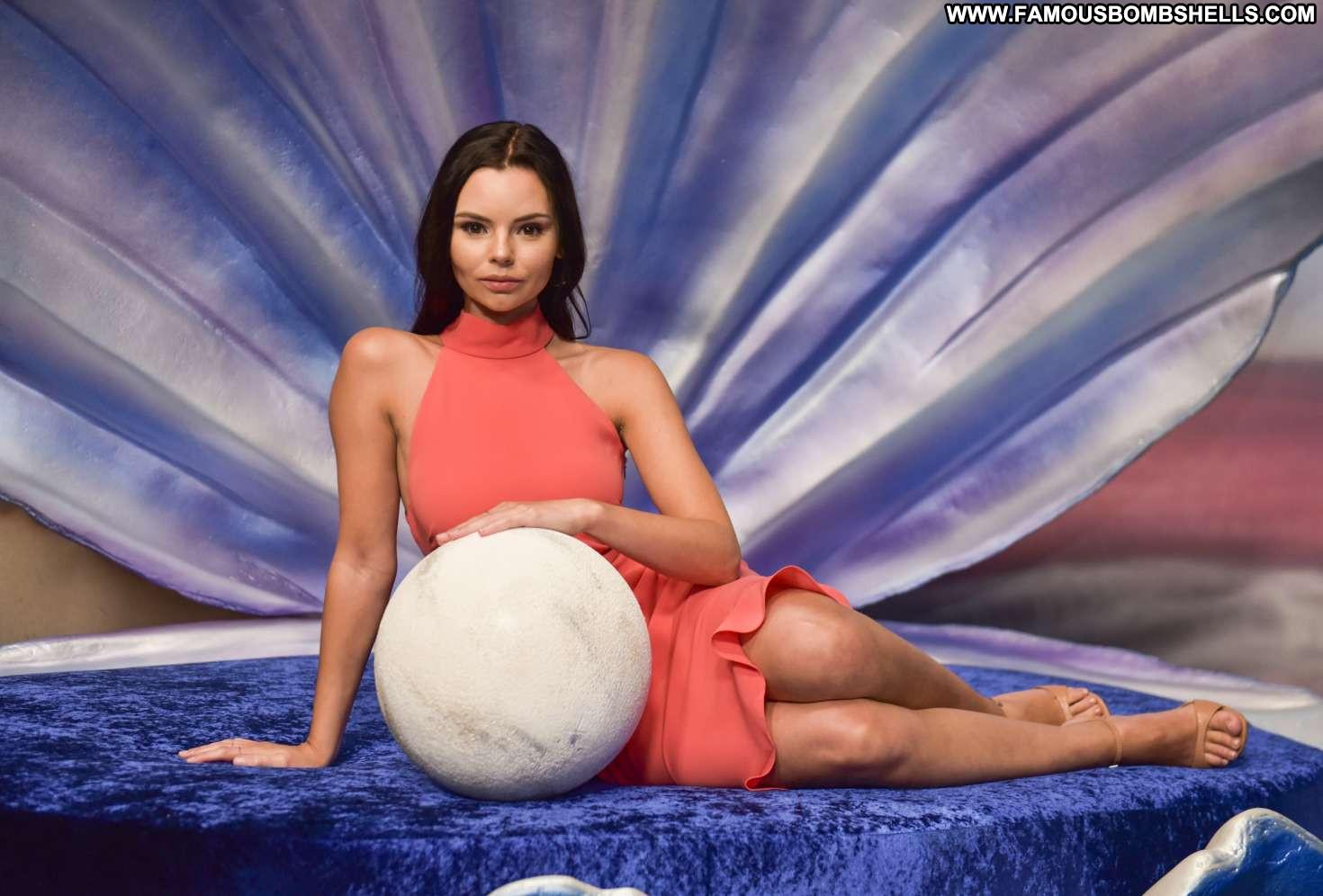 Eline Powell Hot